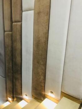 Brązowe panele tapicerowane na schodach - Cocodeco Tychy