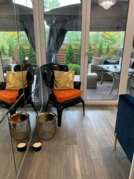 Czarne krzesło z poduszkami - Cocodeco Katowice
