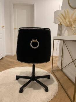 Czarny fotel tapicerowany obrotowy - Cocodeco Tychy