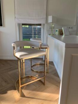 Krzesła tapicerowane na złotych nóżkach - Cocodeco Katowice