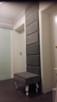 Fotel, panele tapicerowane na ścianie - Katowice