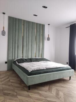 Zielone panele tapicerowane przy łóżku - Cocodeco Katowice, Tychy