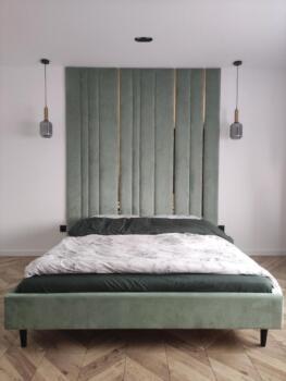 Zielone panele tapicerowane nad łóżkiem - Cocodeco Katowice